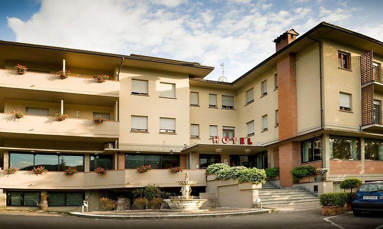 Hotel Ristorante Milano Borgo A Mozzano